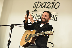 """October 4, 2018 - Naples, Italy - Federico Zampaglione,an Italian singer-songwriter, frontman of Tiromancino during  the presentation with a live  performance the new album ''Fino a qui"""" at LaFeltrinelli in Napoli. (Credit Image: © Paola Visone/Pacific Press via ZUMA Wire)"""