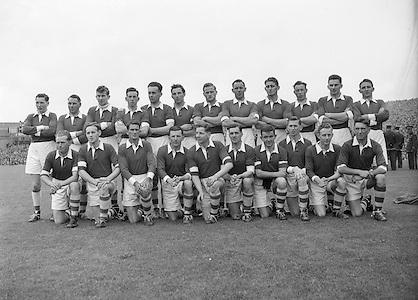 Neg No: 285/4014-4020...23081953AISFCSF.23.08.1953, 08.23.1953, 23rd August 1953..All Ireland Senior Football Championship - Semi-Final...Kerry.3-6.Louth.0-10.Kerry. ...J. Foley, J. Murphy (Captain), E. Roche, D. Murphy, C. Kennelly, J. Cronin, J. M. Palmer, Seá.Sub: G. O'Sullivan for Hannifin.J. Murphy (Captain). ........Hurling