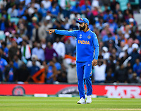 Cricket - 2019 ICC Cricket World Cup - Group Stage: India vs. Australia<br /> <br /> India's Virat Kohli directs his field, at The Kia Oval.<br /> <br /> COLORSPORT/ASHLEY WESTERN