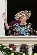 """De """"balkonscène"""" van de koninklijke familie op Paleis Nooreinde o, Prinsjesdag 2012. /// Royal family at palace Noordeinde on """"Prinsjesdag""""in The Hague<br /> <br /> Op de foto / On the photo: Koningin Beatrix"""