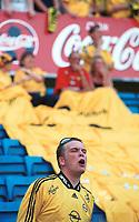 Lillestrøm-supporter roper. Vålerenga - Lillestrøm 0-1, Tippeligaen 2000, 13. mai 2000. (Foto: Peter Tubaas)