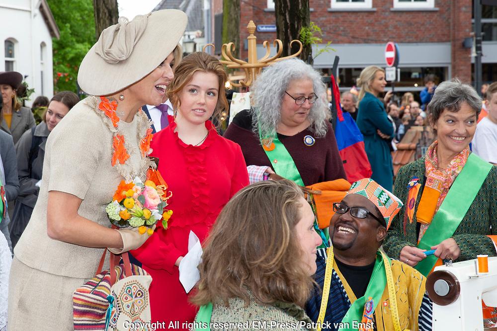 Koningsdag 2019 in Amersfoort / Kingsday 2019 in Amersfoort.<br /> <br /> Op de foto: Koningin Maxima en Prinses Alexia   ///  Queen Maxima and Prinses Alexia