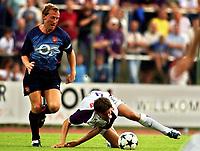 Fotball<br /> 25.07.2003<br /> Austria Wien v Arsenal<br /> Ray Parlour - Arsenal<br /> Petter Rudi - Austria<br /> Foto: Johannes Kernmeyer, Digitalsport