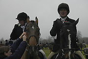 Jennie Minney and Jill Brack, Beaufort Hunt opening meet. Worcester Lodge. 6 November 2004. SUPPLIED FOR ONE-TIME USE ONLY> DO NOT ARCHIVE. © Copyright Photograph by Dafydd Jones 66 Stockwell Park Rd. London SW9 0DA Tel 020 7733 0108 www.dafjones.com