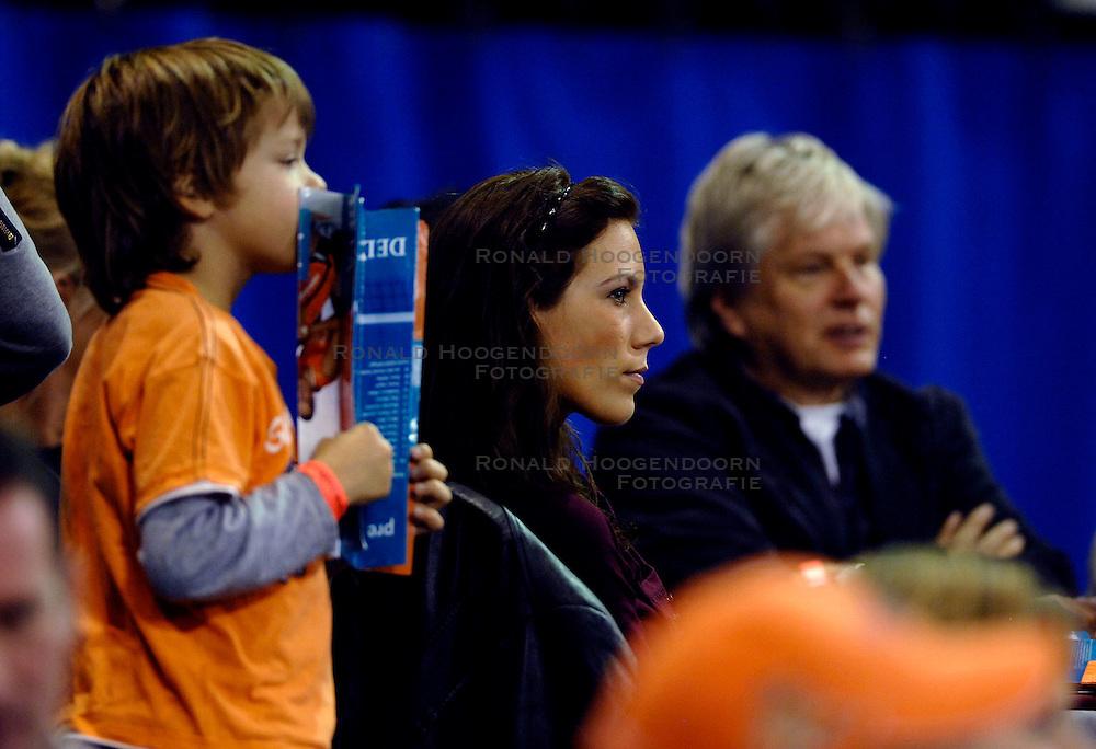11-11-2007 VOLLEYBAL: PRE OKT: NEDERLAND - AZERBEIDZJAN: EINDHOVEN<br /> Nederland wint ook de de laatste wedstrijd. Azerbeidzjan verloor met 3-1 / Publiek, support toeschouwers Oranje - Selinger<br /> ©2007-WWW.FOTOHOOGENDOORN.NL