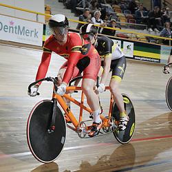 Teun Mulder (voorste renner) is begonnen aan een nieuw hoofdstuk in zijn wielercarriere. Rinne Oost is zijn stoker op de tandem