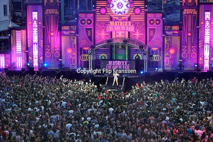 Nederland, Nijmegen, 19-7-7-2017Optreden zangeres Maan op Matrixx aan de WaalkadeFoto: Flip Franssen