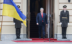 November 1, 2018 - Kyiv, Ukraine - President of Ukraine Petro Poroshenko (C) is flanked by two honour guards during the welcome ceremony of Chancellor of the Federal Republic of Germany Angela Merkel outside the Mariinskyi Palace, Kyiv, capital of Ukraine, November 1, 2018. Ukrinform. (Credit Image: © Danil Shamkin/Ukrinform via ZUMA Wire)