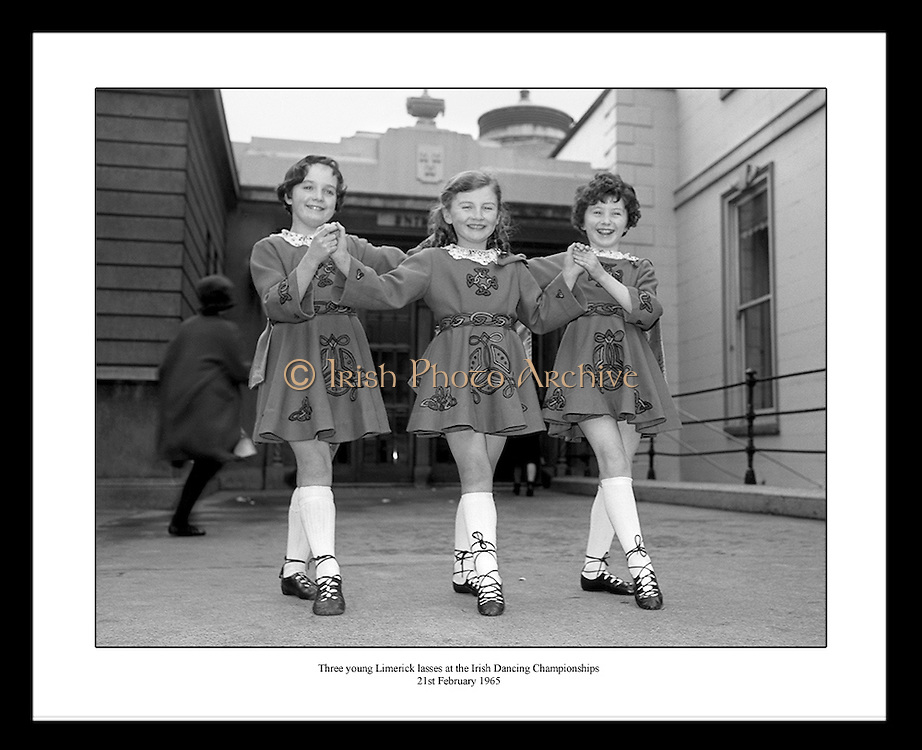 Great shot by Lensmen Photographic Agency. Irish Photo Archive has many more old vintage pictures from Ireland.