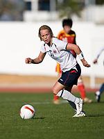 Fotball<br /> Algarve Cup<br /> Norge v Kina<br /> 07.03.2008<br /> Foto: Jussi Eskola, Digitalsport<br /> NORWAY ONLY<br /> <br /> Leni Larsen Kaurin