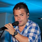 NLD/Amsterdam/20110515 - Coiffure awards 2011, optreden Roel van Velzen