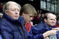 Hockey. Amsterdam-Bloemendaal 2-1. Op de bank bij Bloemendaal ontbrak coach Bert Bunnik vanwege verblijf in het buitenland. Conditietrainer Cees Koppelaar (l) werd ingezet als assistent-coach, terwijl assisitent-coach Cees Jan Diepeveen (r) de plaats van Bunnik innam. looptraining Bloemendaal