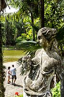 Escultura no Parque Malwee. Jaraguá do Sul, Santa Catarina, Brasil. / Sculpture at Malwee Park. Jaragua do Sul, Santa Catarina, Brazil.