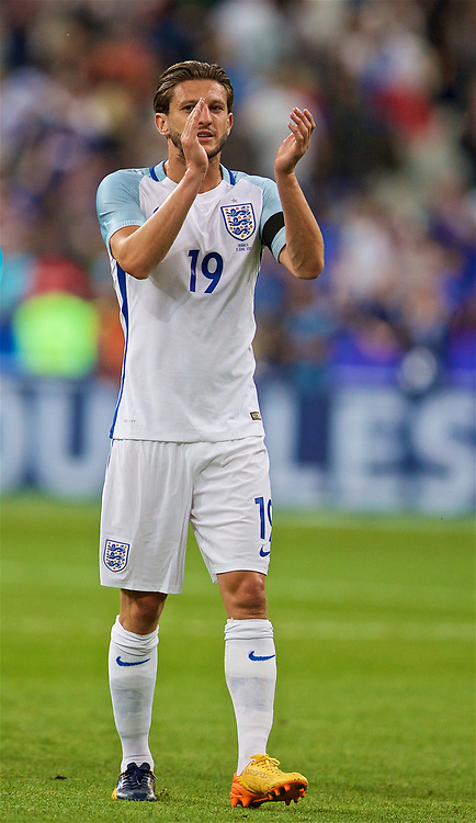 PARIS, FRANCE - Tuesday, June 13, 2017: England's Adam Lallana looks dejected as his side lose 3-2 to France during an international friendly match at the Stade de France. (Pic by David Rawcliffe/Propaganda)