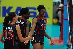 25-08-2010 VOLLEYBAL: WGP FINAL USA - POLAND: BEILUN NINGBO<br /> Ogonna Nnamani, Logan Tom and Foluke Akinradewo<br /> ©2010-WWW.FOTOHOOGENDOORN.NL