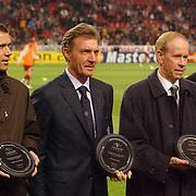 NLD/Amsterdam/20051122 - Voetbal, Champions League, Ajax - Sparta Praag, uitreiking plaquette Champions of Europe, Marco van Basten, Ruud Krol, gerrie Muhren, UEFA bestuurslid Mathieu Sprengers