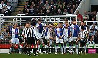 Photo: Andrew Unwin.<br />Newcastle United v Blackburn Rovers. The Barclays Premiership. 21/01/2006.<br />Newcastle's Albert Luque (R) takes a free-kick.
