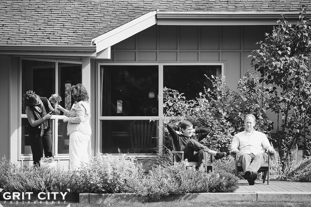 Autumn wedding at the Farm Kitchen in Poulsbo. Grit City Photography is a Tacoma, Washington based photography business specializing in wedding photography. While we love working in Tacoma, we can visit your location of choice.