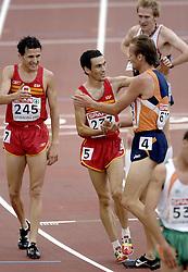 10-08-2006 ATLETIEK: EUROPEES KAMPIOENSSCHAP: GOTHENBORG <br /> Gert Jan Liefers plaatst zich vrijeenvoudig voor de finale op de 5000 meter. Liefers wordt gefeliciteerd door de spanjaarden Jesus Espana en Juan Carlos Higurero (l)<br /> ©2006-WWW.FOTOHOOGENDOORN.NL