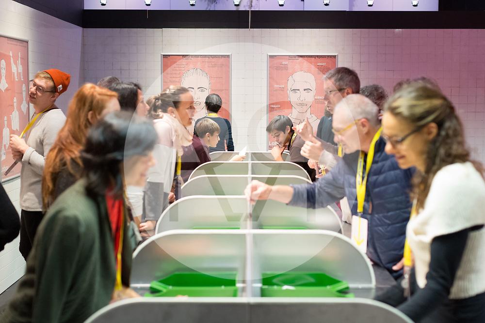 SCHWEIZ - LENZBURG - Eröffnung der Ausstellung FAKE im Stapferhaus - 28. Oktober 2018 © Raphael Hünerfauth - http://huenerfauth.ch