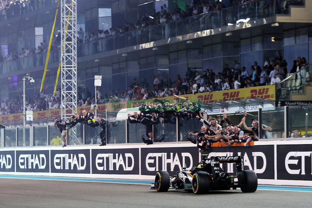 Rennen des Grand Prix von Abu Dhabi auf dem Yas Marina Circuit / 271116<br /> <br /> ***Abu Dhabi Formula One Grand Prix on November 27th, 2016 in Abu Dhabi, United Arab Emirates - Racing Day ***<br /> <br />  Sergio Perez (MEX) Sahara Force India F1 VJM09 passes the team at the end of the race securing fourth position in the Constructors' Championship.<br /> 27.11.2016. Formula 1 World Championship, Rd 21, Abu Dhabi Grand Prix, Yas Marina Circuit, Abu Dhabi, Race Day.