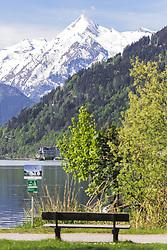 THEMENBILD - der Blick vom Zeller See aus auf das imposante Kitzsteinhorn, das noch im Mai mit Schnee bedeckt ist, aufgenommen am 19. Mai 2019, Zell am See, Österreich // the view from Lake Zell to the impressive Kitzsteinhorn, which is still covered with snow in May on 2019/05/19, Zell am See, Austria. EXPA Pictures © 2019, PhotoCredit: EXPA/ Stefanie Oberhauser