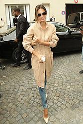 Alessandra Ambrosio  bei der Balmain Modenschau während der Paris Fashion Week / 290916<br /> <br /> ***Balmain fashion show as part of Paris Fashion Week on September 29th, 2016 in Paris***