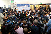 20 SEP 2005, BERLIN/GERMANY:<br /> Michael Glos, MdB, CSU, Stellv. Fraktionsvorsitzender, Angela Merkel, CDU Bundes- und Fraktionsvorsitzende, und Edmund Stoiber, CSU, Ministerpraesident Bayern, (v.L.n.R.), Pressestatement nach der Wiederwahl von Merkel in der ersten Sitzung der CDU/CSU Bundestagsfraktion nach der Bundestagswahl, Deutscher Bundestag<br /> IMAGE: 20050920-01-067<br /> KEYWORDS: Mikrofon, microphone, Kamera, Camera