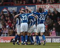 Fotball<br /> England 2004/2005<br /> Foto: SBI/Digitalsport<br /> NORWAY ONLY<br /> <br /> League One - Play off Semi Final<br /> Brentford v Sheffield Wednesday<br /> 16th May, 2005<br /> Lee Peacock celebrates his goal for Wednesday with his teammates.
