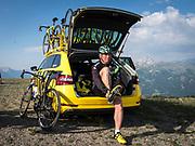Bernard Hinault coach des cyclistes du team SKODA  amateur  pour participer a l'étape du tour quelques jours avant le tours de France 2017<br /> Preparation avant la descente du col de Granon