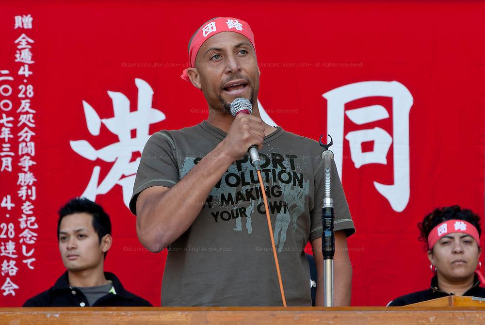 Anthony Leviege of the Longshore and Warehouse Union (LWU) in the United States speaks at The National Worker`s Rally organised by Marxist groups and Doro Chiba labour union in Hibiya Park, Tokyo, Japan, Sunday, November 1st 2009