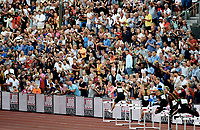 Friidrett , 7. juni 2018 Bislett Games , <br /> illustrasjon , Karsten Warholm løper , og folk heier