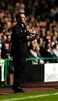 Photo. Jed Wee.<br /> Glasgow Celtic v FC Barcelona, UEFA Champions League, 14/09/2004.<br /> Celtic manager Martin O'Neill is helpless on the sideline as his team are outplayed by Barcelona in the first half.