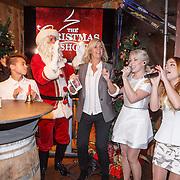 NLD/Amsterdam/20151126 - Perspresentatie The Christmas Show, Edsilia Rombley, Justen Beer, Ron Brandsteder als kerstman, Irene Moors en O'G3NE