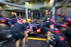 Mecânicos da Red Bull durante os treinos para o Grande Prémio do Brasil de Fórmula 1, em Interlagos, São Paulo. FOTO: Jefferson Bernardes/Preview.com