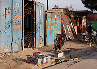 Gatebilde fra Kabul, street picture from Kabul, to barn i en stol, two children in one chair