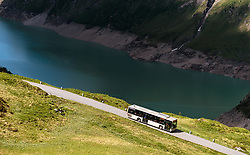 THEMENBILD - ein Bus fährt beim Wasserfallboden Stausee, aufgenommen am 15. Juni 2017, Kaprun, Österreich // A bus drive along the Wasserfallboden artificial lake on 2017/06/15, Kaprun, Austria. EXPA Pictures © 2017, PhotoCredit: EXPA/ JFK