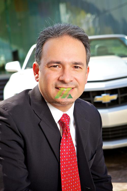 Francisco cuenta con una amplia trayectoria en la industria automotriz, particularmente en areas comerciales. La posicion anterior de Francisco fue como Director General y Presidente del Consejo de Administracion en Ally Credit Mexico (antes GMAC Mexicana), empresa de servicios financieros líder en el sector automotriz del país.