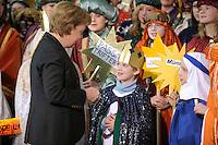 04 JUN 2008, BERLIN/GERMANY:<br /> Angela Merkel, CDU, Bundeskanzlerin, nachdem Sie einem der Heiligen drei Koenige ihre Spende in die Sammeldose gesteckt hat, waehrend dem Empfang der Sternsinger im Bundeskanzleramt<br /> IMAGE: 20080104-01-031<br /> KEYWORDS: Heilige drei Koenige, Heilige drei Könige, spendet, Geld, Geldscheine, Kanzleramt