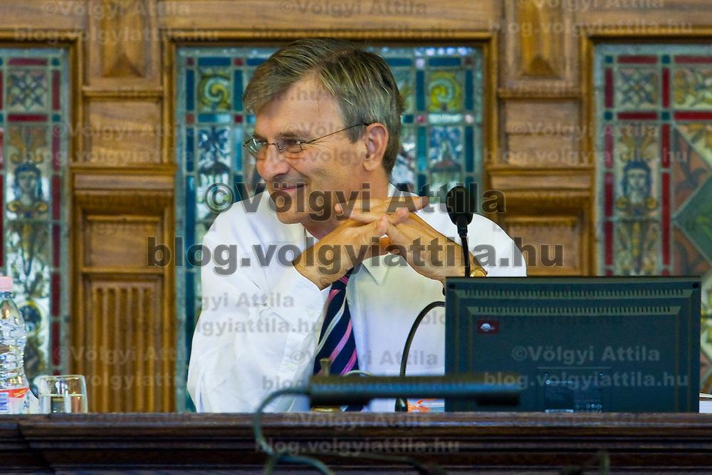 Farewell speach of Budapest mayor Gabor Demszky on the final session of the city council. Budapest, Italy. Thursday, 26. August 2010. ATTILA VOLGYI