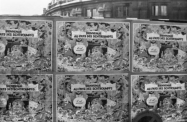 Frankrijk, Parijs, oktober 1978Affiche van de Franse versie van een plaat, langspeelplaat, lp, van vader Abraham met smurfenliedjes, liedjes over de smurfen. De affiches hangen tegen een afzetting van de parijse hallen die gesloopt worden.Foto: Flip Franssen/Hollandse Hoogte