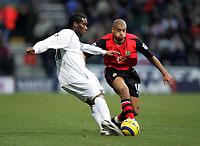 Fotball<br /> Premier League 2004/05<br /> Bolton v Blackburn<br /> 28. desember 2004<br /> Foto: Digitalsport<br /> NORWAY ONLY<br /> BOLTONS JAY JAY OKOCHA IS CLOSED DOWN BY BLACKBURNS STEVEN REID