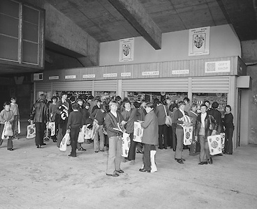 A group of Mountmellick students visit the gift shop on their visit Croke Park on the 29th October 1975.