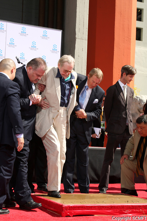 4/30/2011 Peter O'Toole's hand/footprint ceremony at the Chinese Theater