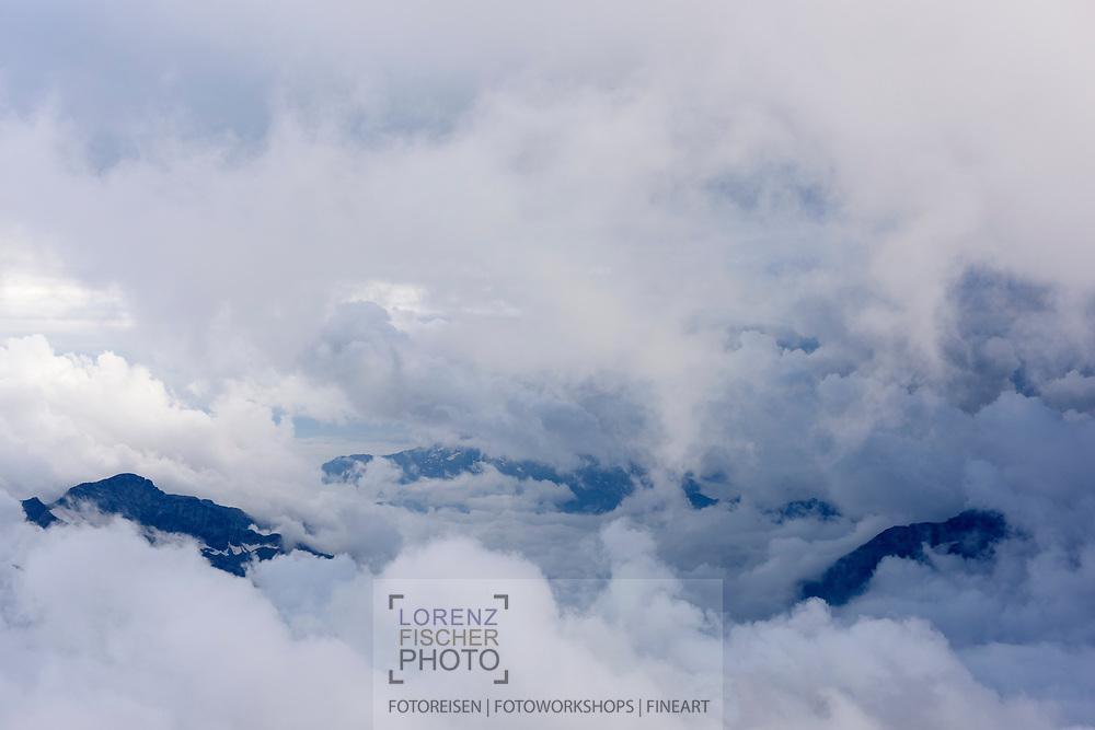 Clouds and fog is rising from the lowlands of Italy towards the Alps, Rifugio Gnifetti, Italy / Impressionen auf einer Tour vom Rifugio Gnifetti auf die Parrotspitze an einem Sommertag im August
