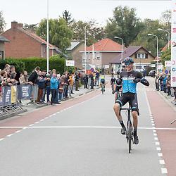 Philippine (NED) CYCLING OCTBER 17<br /> Omloop van de Braakman<br /> Roel van Sintmaartensdijlk wint voor Jarno Mobach