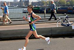 15-04-2007 ATLETIEK: FORTIS MARATHON: ROTTERDAM<br /> In Rotterdam werd zondag de 27e editie van de Marathon gehouden. De marathon werd rond de klok van 2 stilgelegd wegens de hitte en het grote aantal uitvallers / Nadja Wijenberg, ned kampioene oop de Erasmus<br /> ©2007-WWW.FOTOHOOGENDOORN.NL