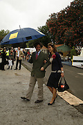 MELISSA PORTER ( PUT YOUR MONEY WHERE YOUR HOUSE IS) AND MIKE ROBINSON, Press Preview of the RHS Chelsea Flower Show sponsored by Saga Insurance Services. Royal Hospital Rd. London. 22 May 2006. ONE TIME USE ONLY - DO NOT ARCHIVE  © Copyright Photograph by Dafydd Jones 66 Stockwell Park Rd. London SW9 0DA Tel 020 7733 0108 www.dafjones.com