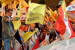 O candidato a Prefeito de Porto Alegre, José Fogaça (PPS-PTB) participa do showmício - Festa da Mudança - no Largo Glênio Peres. Foto: Jefferson Bernardes/Preview.com