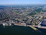 Nederland, Noord-Holland, Gemeente Amsterdam; 02-09-2020;  overzicht Amsterdam IJ-oever, met links het Westerdok, Westerdoksdijk, het Stenen hoofd, Silodam en Houthavens. Foto richting Coentunnel, Westpoort, Westelijk havengebied, met Noordzeekanaal. Door het zeer heldere weer zijn ook IJmuiden aan de verre horizon en de Noordzee te onderscheiden.<br /> Overview Amsterdam banks of river IJ, with on the left Westerdoksdijk and Houthavens. Photo in the direction of Westpoort, Western harbor area, with North Sea Canal. Due to the very clear weather, IJmuiden on the distant horizon and the North Sea can also be distinguished.<br /> <br /> aerial photo (additional fee required)<br /> copyright © 2020 foto/photo Siebe Swart